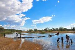 Myjący w rzece, Afryka Zdjęcie Stock