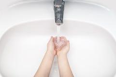 Myje ręki Obraz Royalty Free