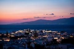 Сценарный взгляд городка Mykonos после захода солнца стоковое изображение rf