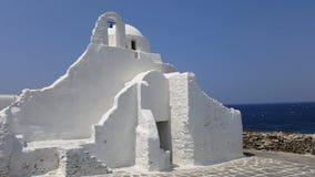 Mykonos, Grèce - été 2015 Église de Paraportiani banque de vidéos