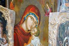 Mykonos, Grecia, el 11 de septiembre de 2018, arte sagrado con los iconos hermosos en las Cícladas imagenes de archivo