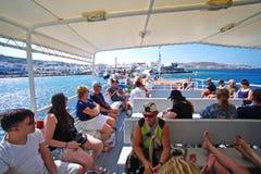 Mykonos, Grecia, l'11 settembre 2018, turisti al vecchio porto si imbarca in traghetti speciali all'isola di Delos immagine stock