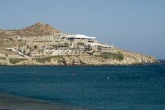 Mykonos, Griechenland - 13. August 2016: Vereinansicht Cavo Paradiso über Paradies-Strand Stockfoto