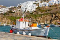 Mykonos Un peschereccio nel vecchio porto Fotografia Stock Libera da Diritti