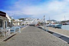 Mykonosstraat bij haven Griekenland stock foto