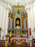 Mykulyntsi Ukraina - Maj 01, 2008: Roman Catholic Church av den heliga Treenighet Altare royaltyfri bild
