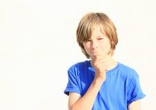 Myśląca chłopiec Fotografia Royalty Free