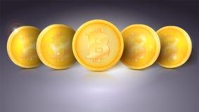 Mynt av faktisk valuta Bitcoin med ilsken blick och reflexioner Guld- pengar av bitcoin Symbol av teknologi, symbol av Fotografering för Bildbyråer