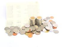 Mynt av Thailand på besparingkontobankbok Royaltyfri Fotografi