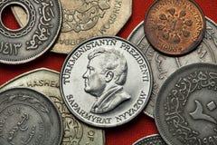 Mynt av Turkmenistan Turkmensk president Saparmurat Niyazov royaltyfri bild