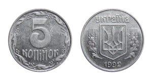 Mynt av Ukraina 5 kop På en vit bakgrund royaltyfria foton