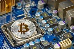 Mynt för BTC Bitcoin på strömkretsbräde Royaltyfria Bilder