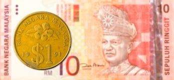 1 mynt för malaysianringgit mot sedel för ringgit för malaysian 10 royaltyfri foto