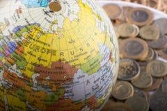 Mynt för turkisk Lira av sidan av ett modelljordklot Fotografering för Bildbyråer