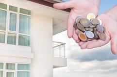Mynt i besparingar för handpengar och lägenheten, andelslägenhet Fotografering för Bildbyråer