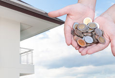 Mynt i besparingar för handpengar och lägenheten, andelslägenhet, hus Arkivbild