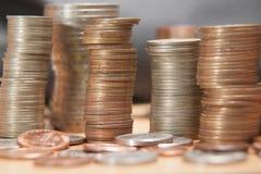 Mynt i buntar arkivfoto