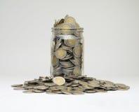 Mynt i en krus Fotografering för Bildbyråer
