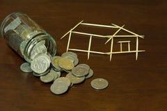 Mynt och hus från tandpetare Arkivfoto