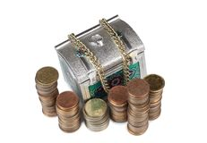 Mynt och metallbröstkorg åtta Royaltyfria Foton