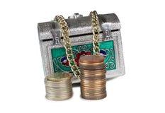 Mynt och metallbröstkorg fem Royaltyfria Bilder