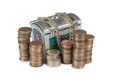 Mynt och metallbröstkorg sex Arkivbilder