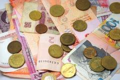 Mynt och sedlar av olika länder Arkivbilder