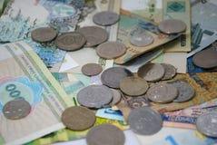 Mynt och sedlar av olika länder Fotografering för Bildbyråer