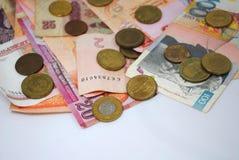Mynt och sedlar av olika länder Arkivfoton