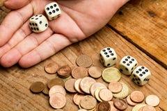 Mynt och tärnar Arkivfoton