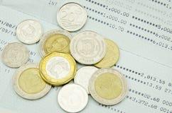 Mynt på kontoutdrag Arkivbilder