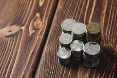 Mynt på skrivbordet royaltyfria bilder