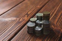 Mynt på skrivbordet arkivfoto