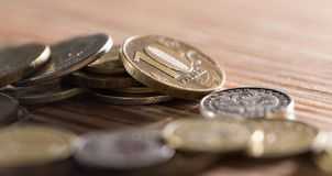 Mynt på tabellen Makro arkivbilder