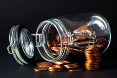mynt som ut spiller kruset royaltyfri bild
