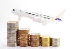 Mynt staplar med flygplanet på vit bakgrund fotografering för bildbyråer