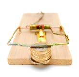 Myntar i en mousetrap. Royaltyfri Bild