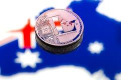 Myntar litecoin, mot bakgrunden av Australien och Austen Arkivbild