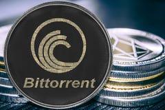 Myntcryptocurrency som är bittorrent på bakgrunden av en bunt av mynt royaltyfri bild