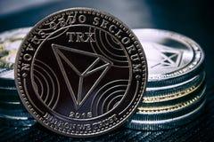 myntcryptocurrency TRX på bakgrunden av en bunt av mynt royaltyfri fotografi