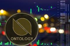 Myntcryptocurrencyontologi ONT på nattstadsbakgrund och diagram arkivfoto