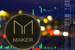 Myntcryptocurrencytillverkare MKR på nattstadsbakgrund och diagram royaltyfri illustrationer