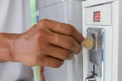 Mynttvagningmaskiner Myntpackning och tork med inbyggd lön arkivfoton
