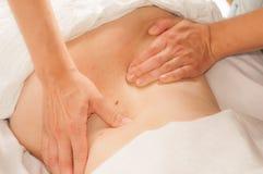 Myotherapy e pontos do disparador na parte traseira do atleta Imagem de Stock Royalty Free