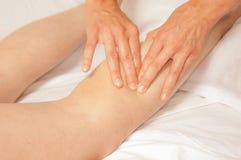 Myotherapy e pontos do disparador no pé de atleta Imagens de Stock Royalty Free