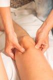 Myotherapy et points de déclenchement sur le pied d'athlète Image libre de droits