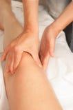Myotherapy und Triggerpunkte auf Fuß des Athleten Lizenzfreies Stockfoto