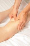 Myotherapy und Triggerpunkte auf Fuß des Athleten Stockbild