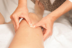 Myotherapy y puntas del disparador en el pie de atleta fotos de archivo