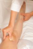 Myotherapy y puntas del disparador en el pie de atleta fotografía de archivo